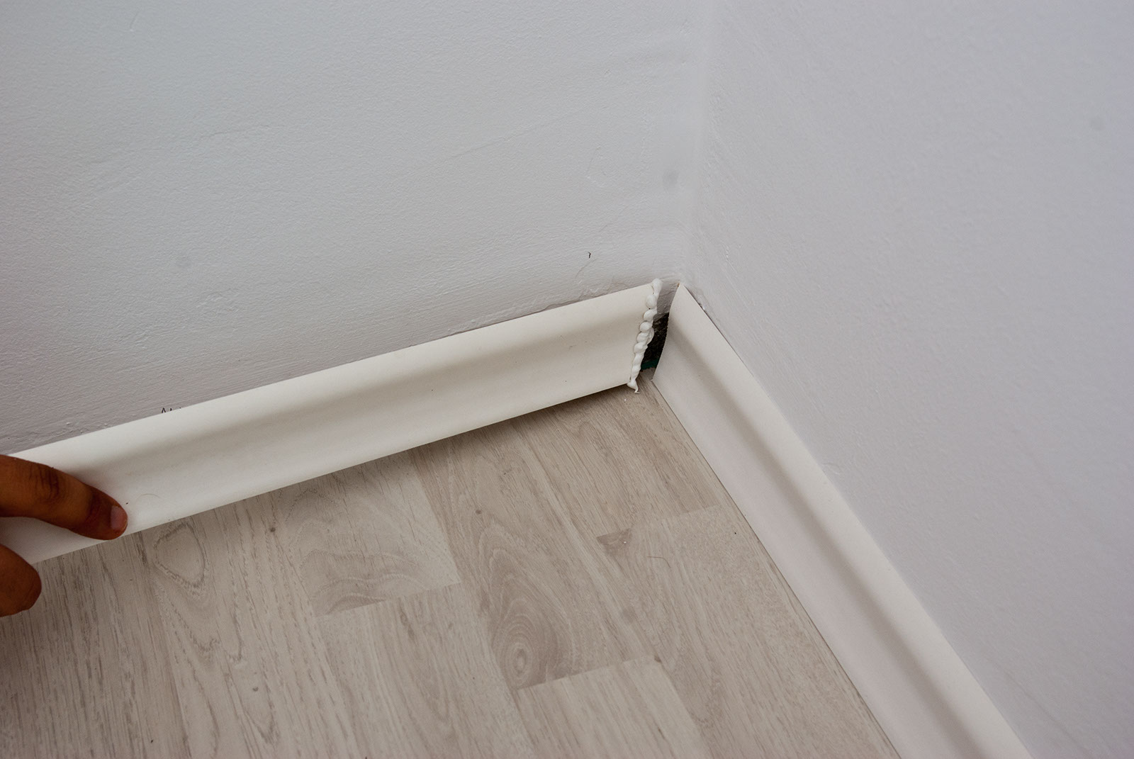 How to install baseboard trim