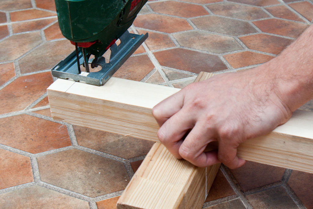 Cutting balusters with a jig saw