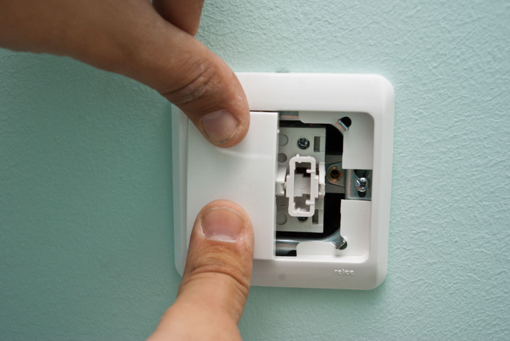 How to wire and install a light switch | HowToSpecialist - How to ...