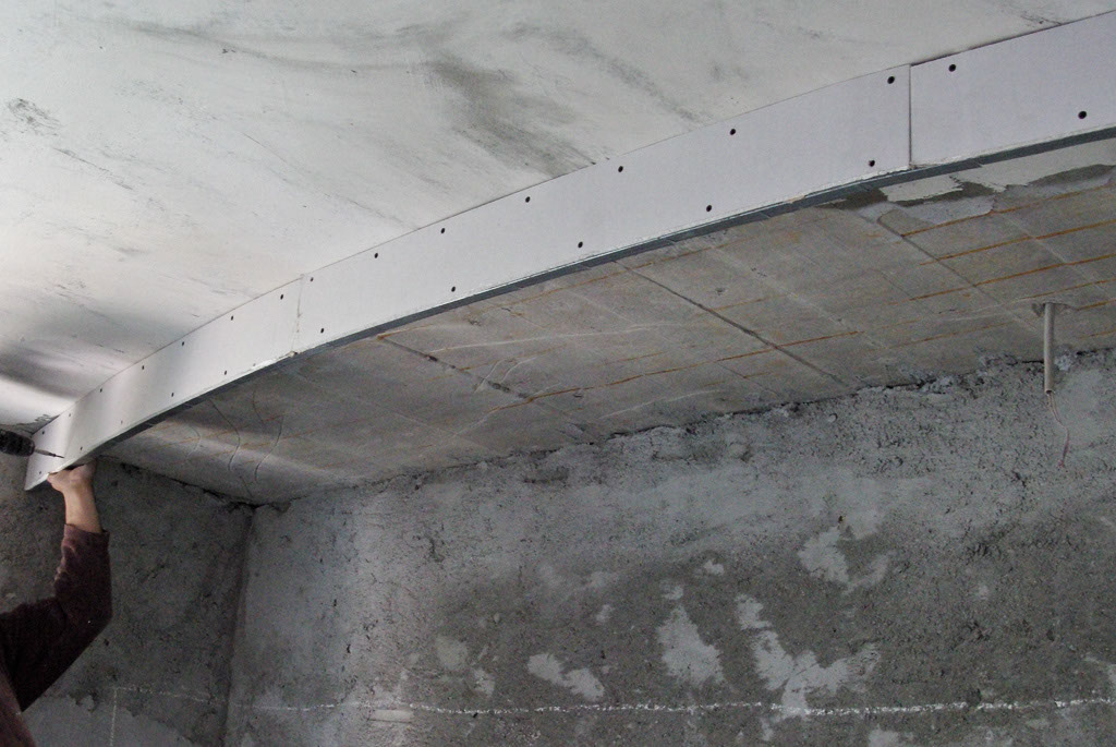 Fixing drywall arch with screws