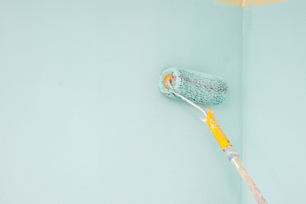 How to paint interior walls