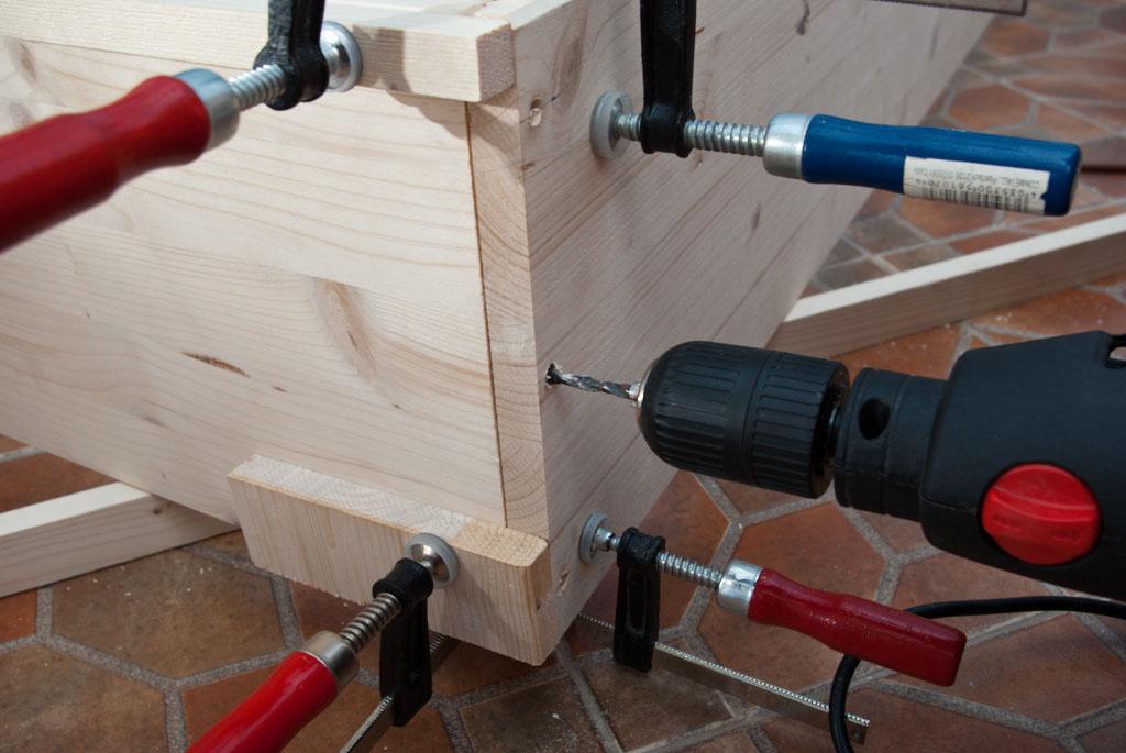 Drilling corner joint bed frame