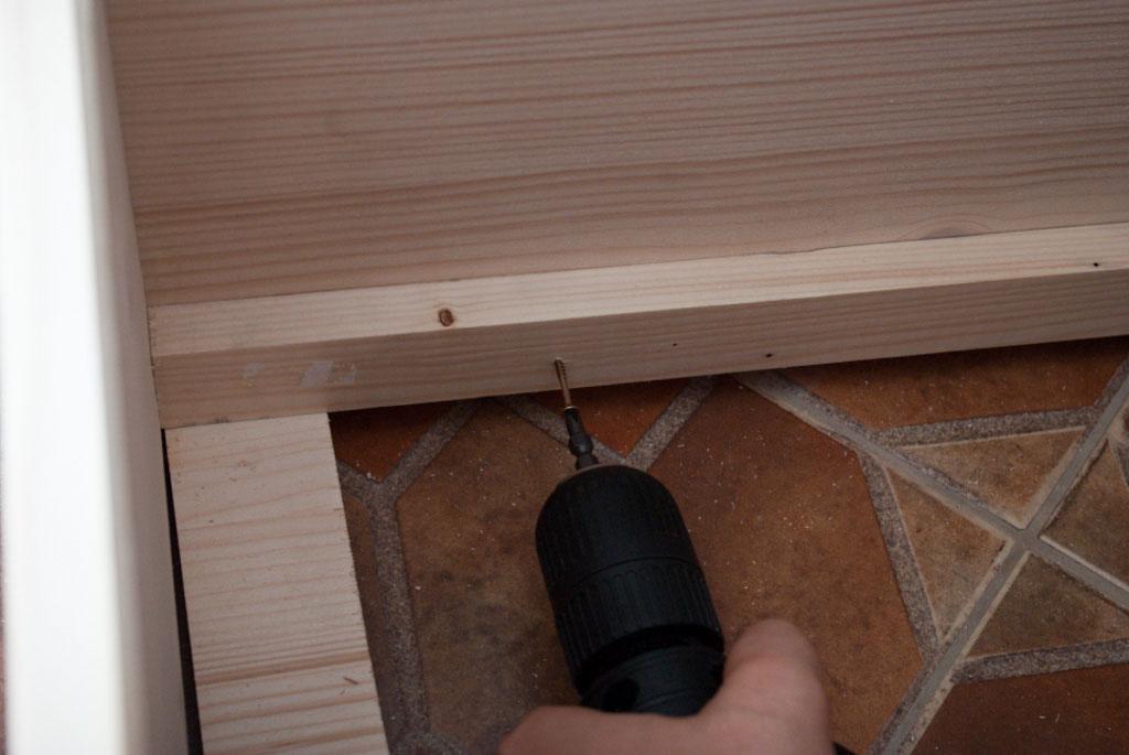 Bed frame side railings