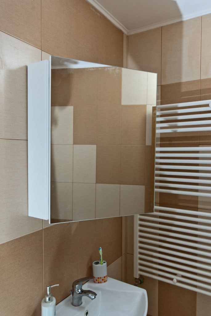 How to install a bathroom cabinet mirror