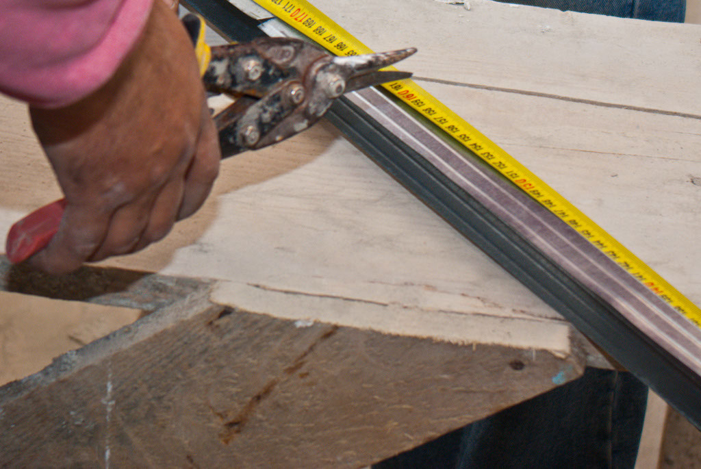 Cutting metal stud