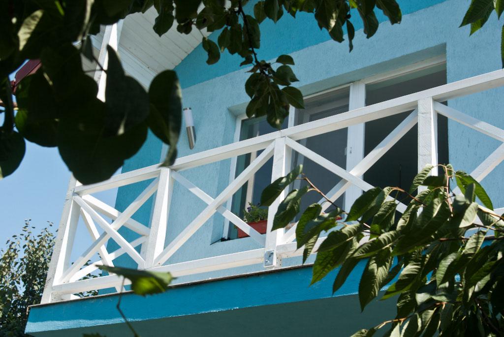 How to install balcony railing