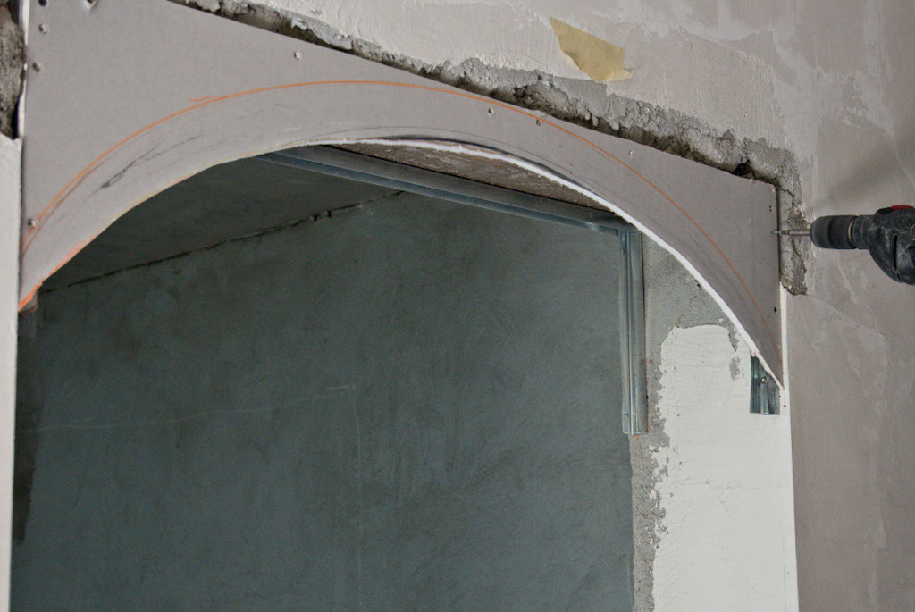 Installing the drywall arch on metal studs