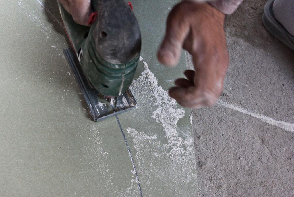 Cutting drywall arch