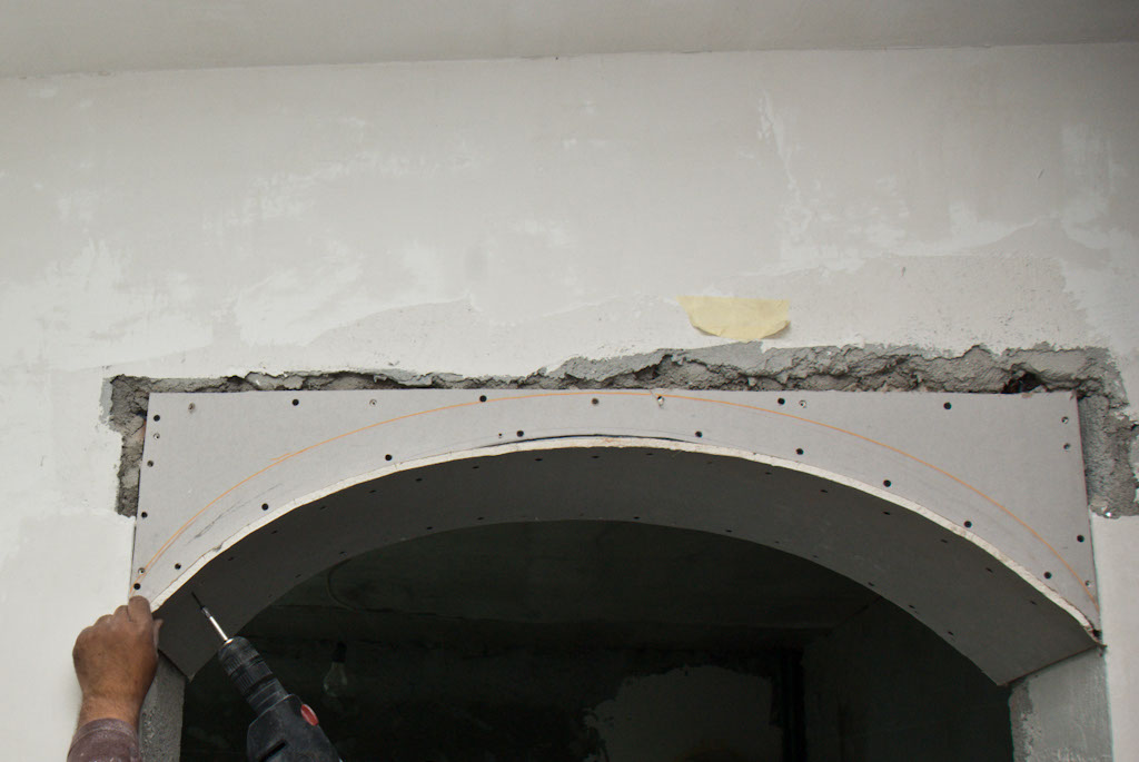 Drywall arch fixed in screws