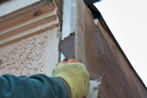 Applying mud over the fiberglass corner bead