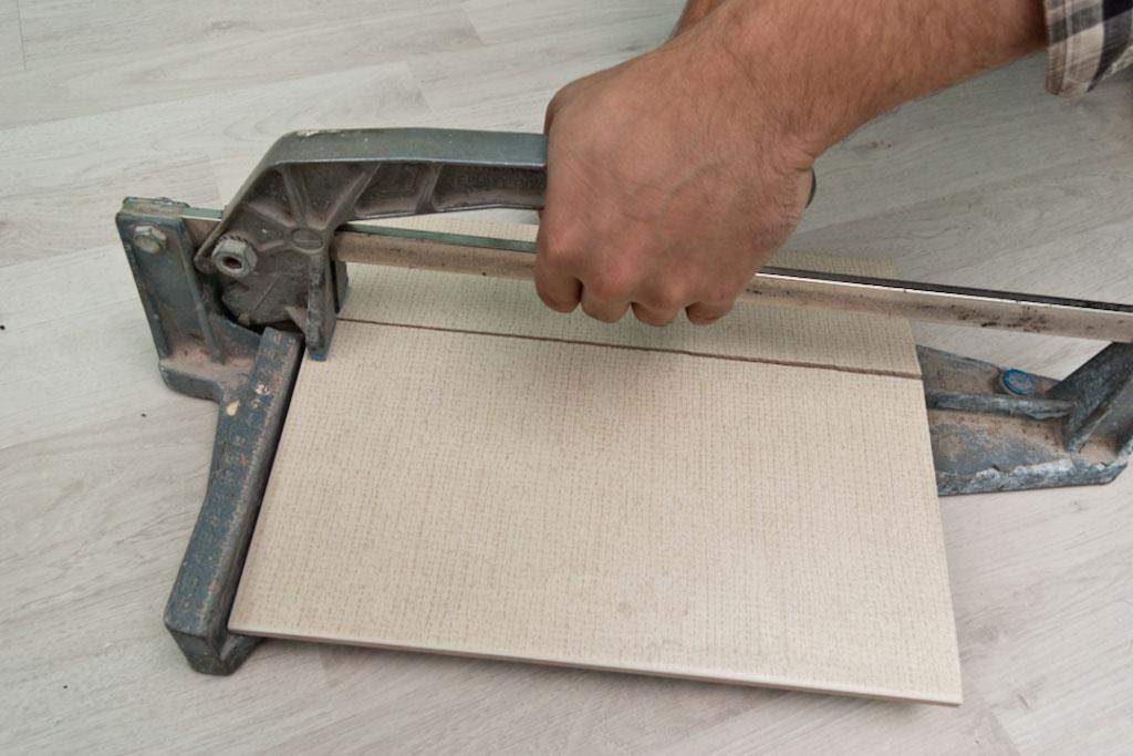 Clean ceramic tile snap