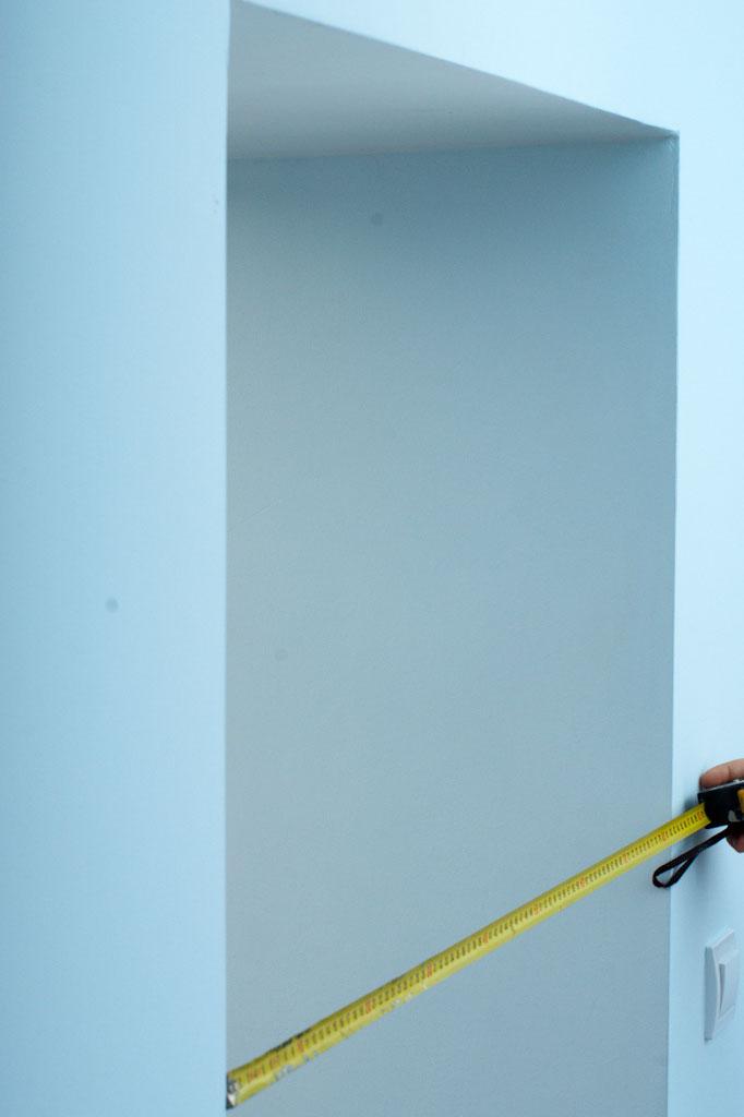 Measuring the width of the door opening