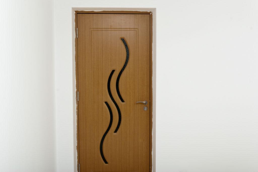 How to install interior door