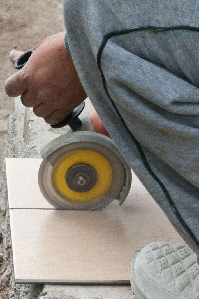 Cutting out tile with grinder with diamond blade