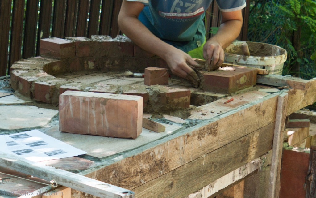 Building the brick pizza oven