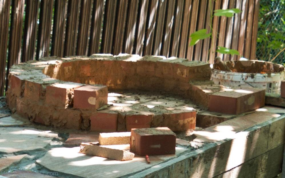 Installing the bricks refractory mortar