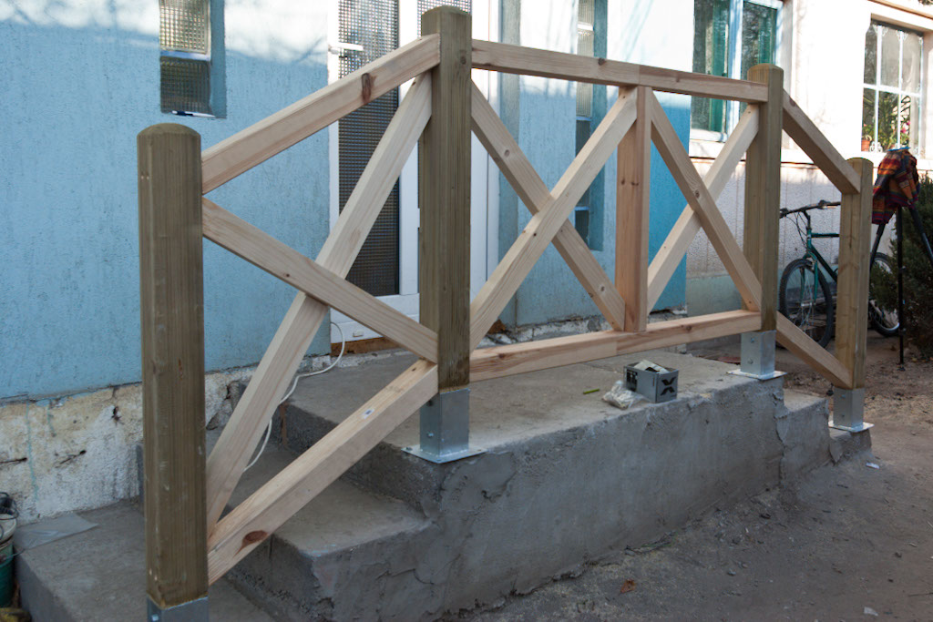 How to build deck stair railings