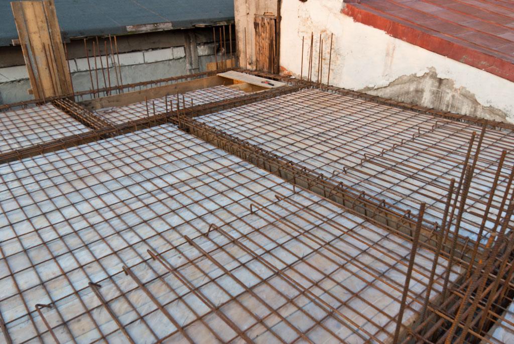 Concrete ceiling rebar structure