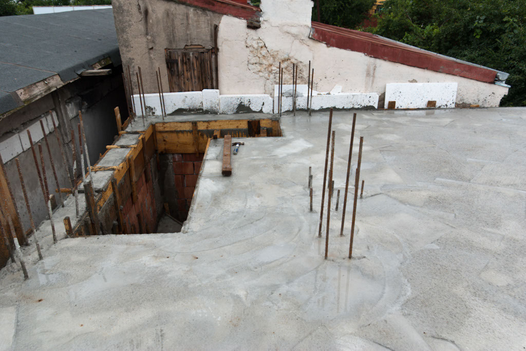 Pouring concrete flooring