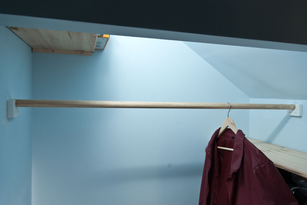 How to install a closet rod