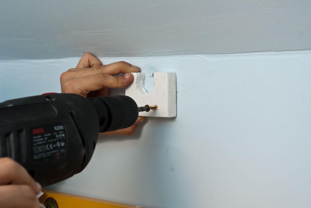 Fastening the closet rod bracket