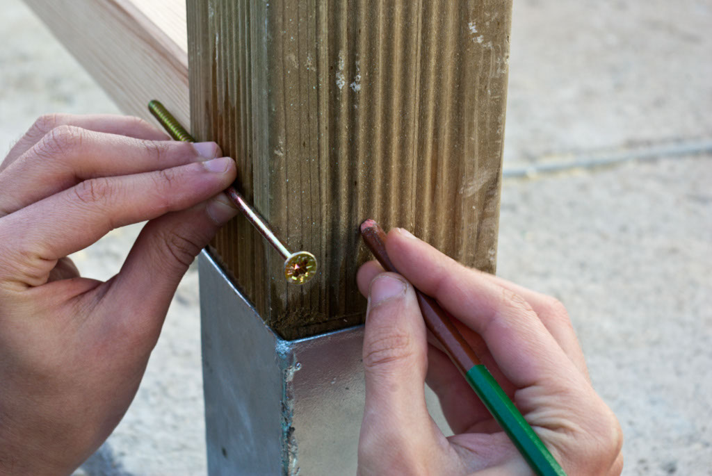 Marking the holes for fastening the bottom railing