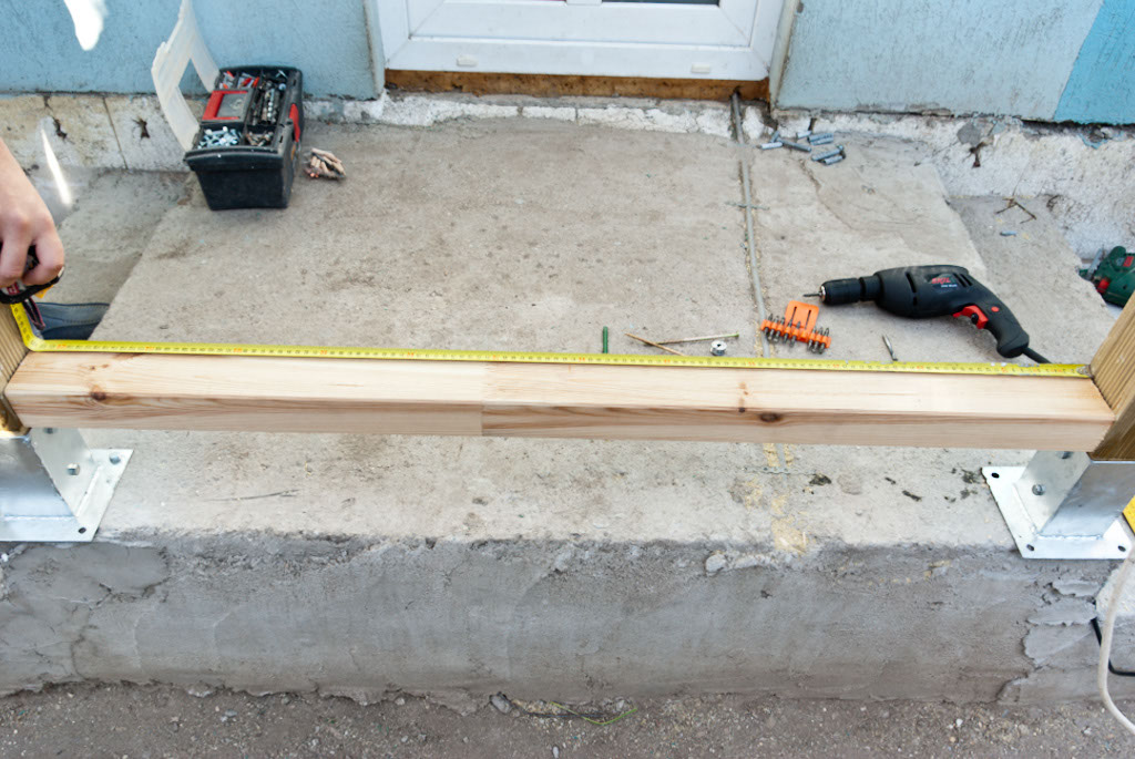 Measuring the middle point of the bottom rail