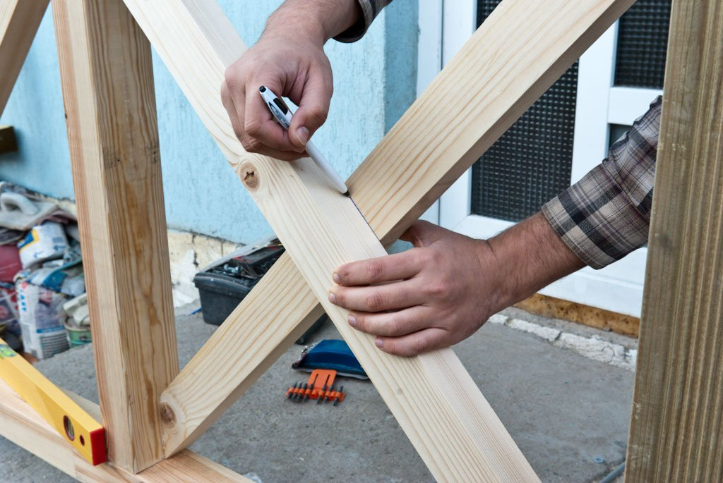 Marking the x-shaped baluster joint