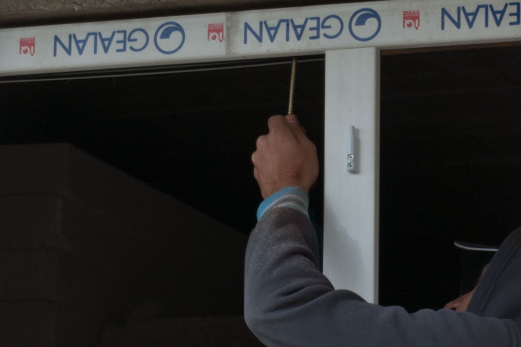 Fastening the PVC window with screws
