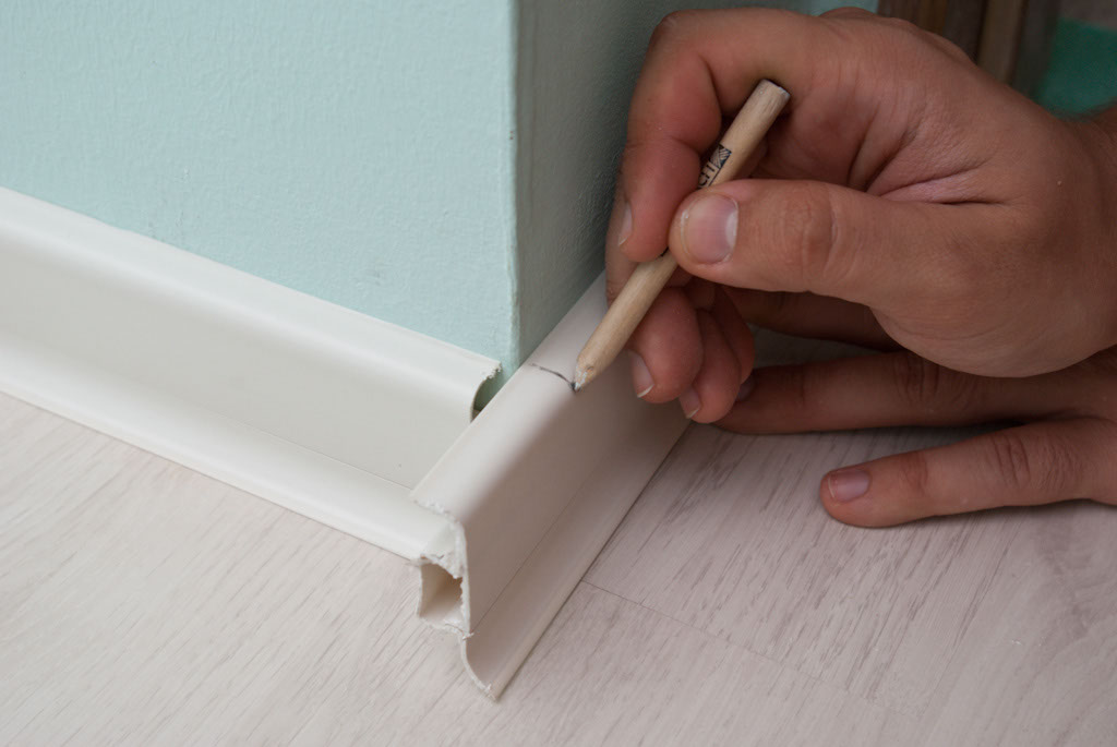 How to install rubber baseboard