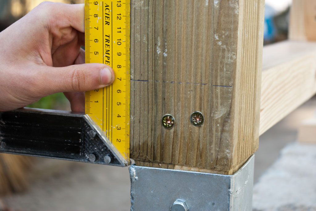 Measuring the height of the bottom deck rail