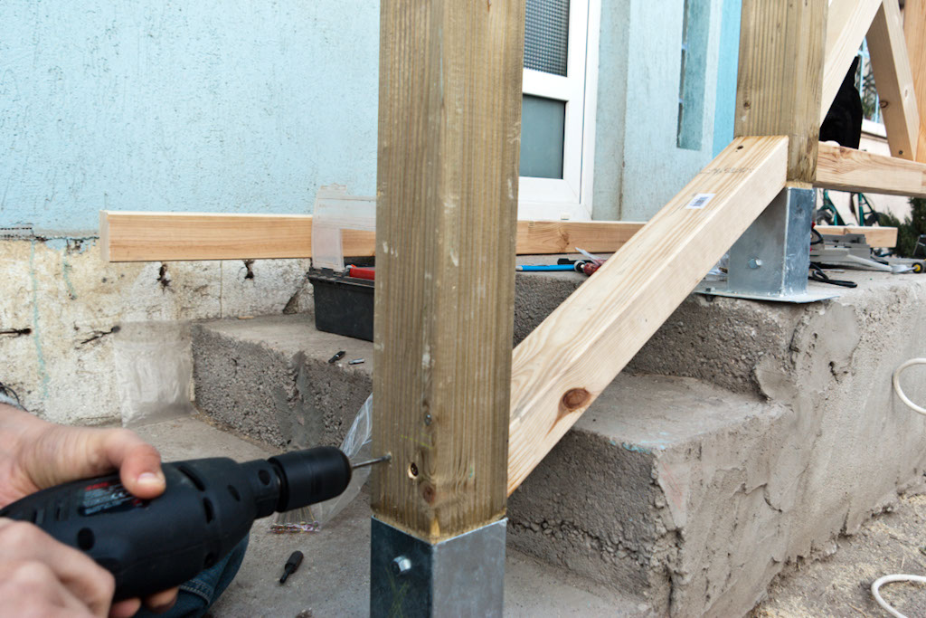 Fastening stair bottom rail with wood screws