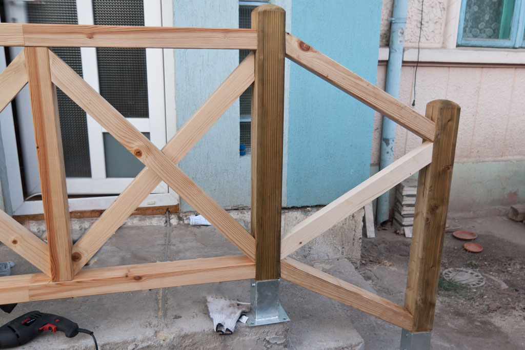 Building deck stair balusters