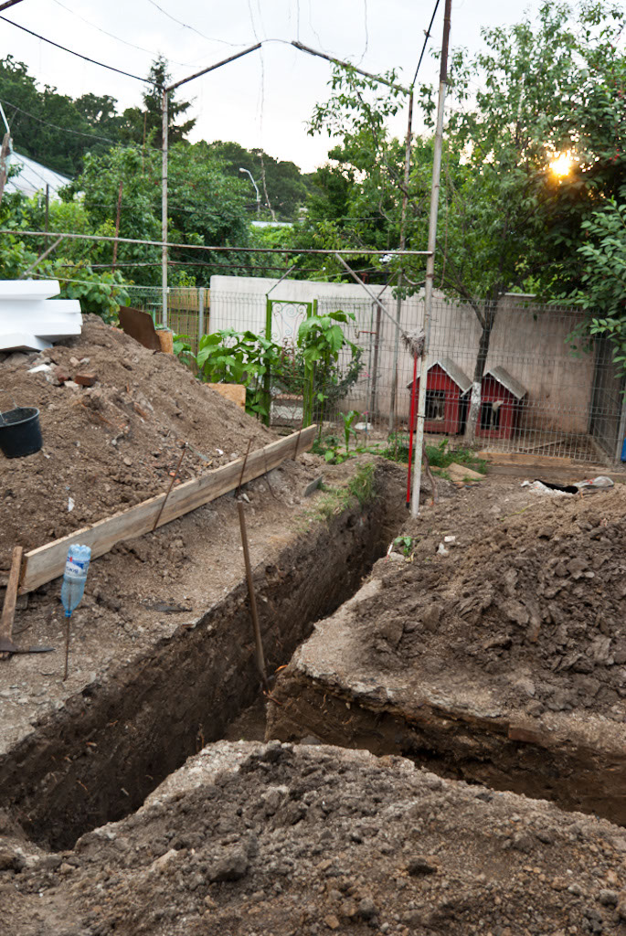 How to dig a foundation howtospecialist how to build for Digging foundation for house