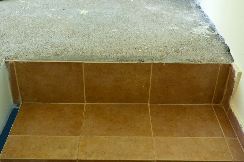 Removing wall tile