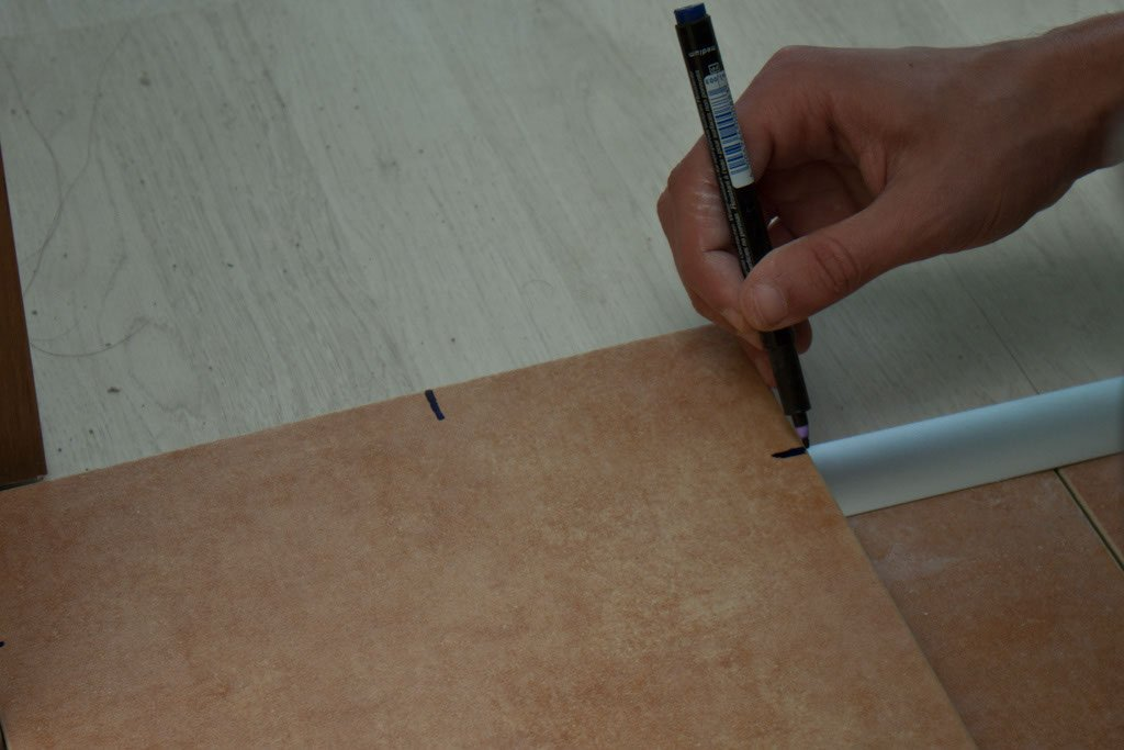 Making marks on tile