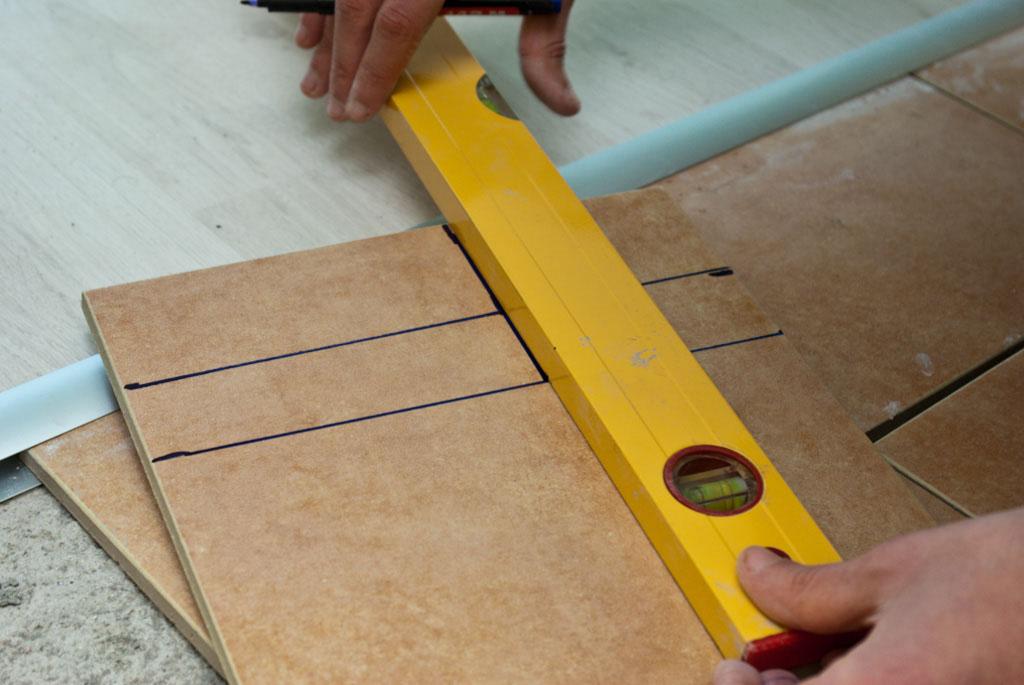 Marking cut lines on tile