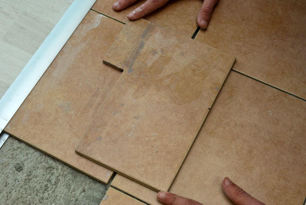 How to install tile around door jamb