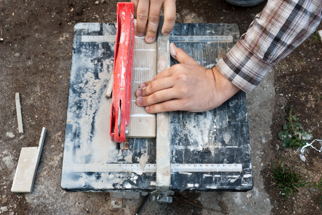 Cutting tile with a wet saw