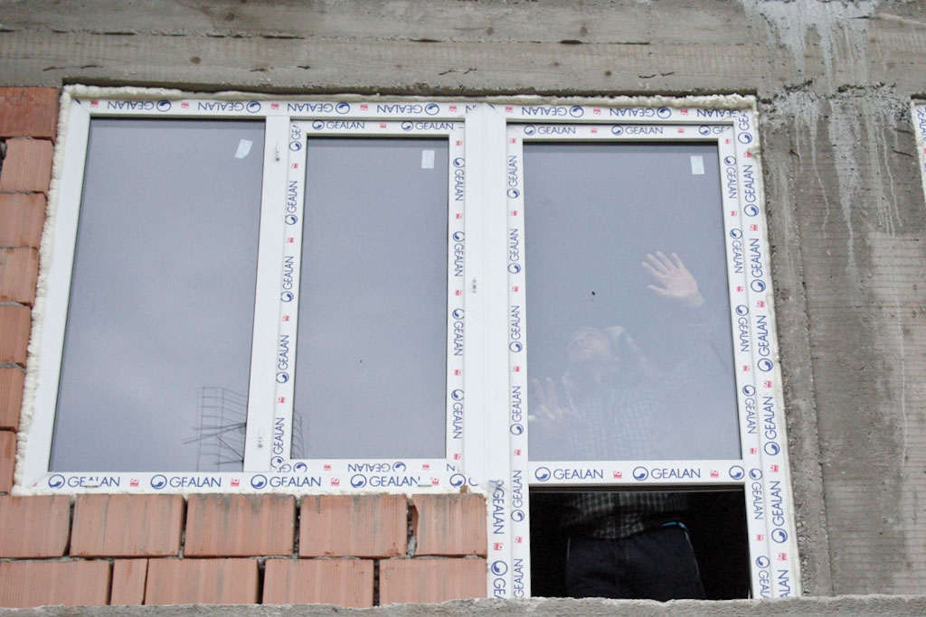 how to install vinyl windows new construction