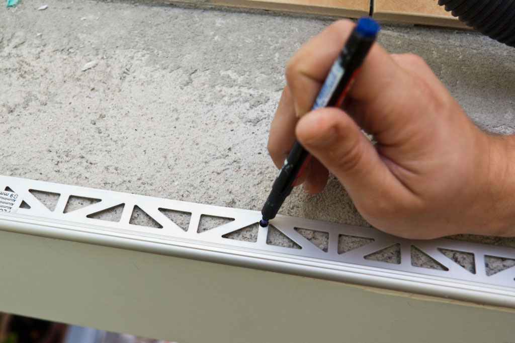 Marking tile edging holes