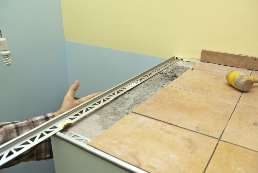 Metal tile edging installation