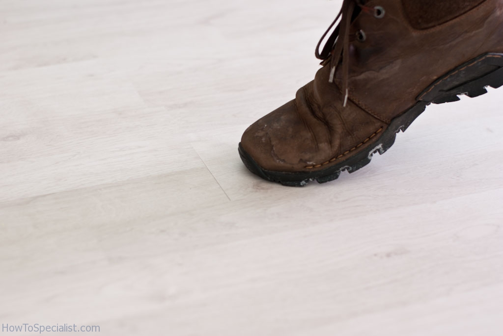 How to fix laminate flooring gaps