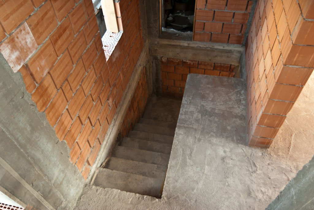 Building concrete stairs