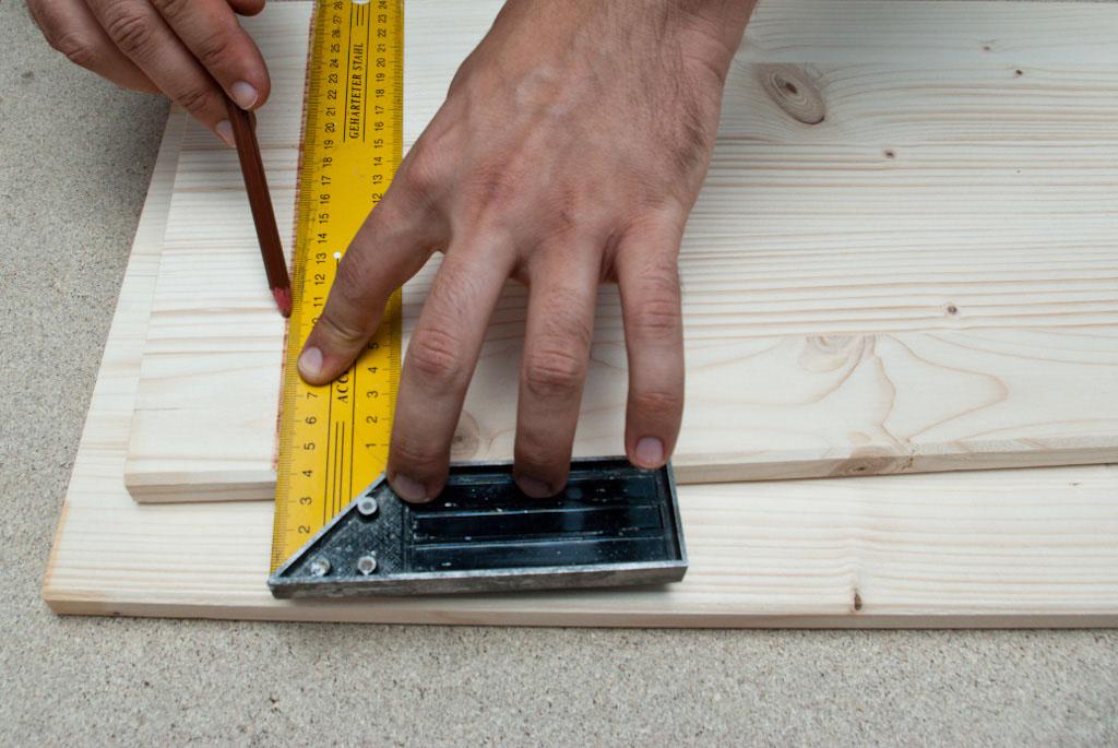 Drawing cut line on wood board