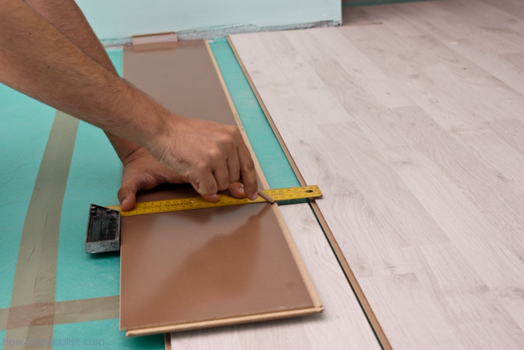 Drawing cut line on laminate boards