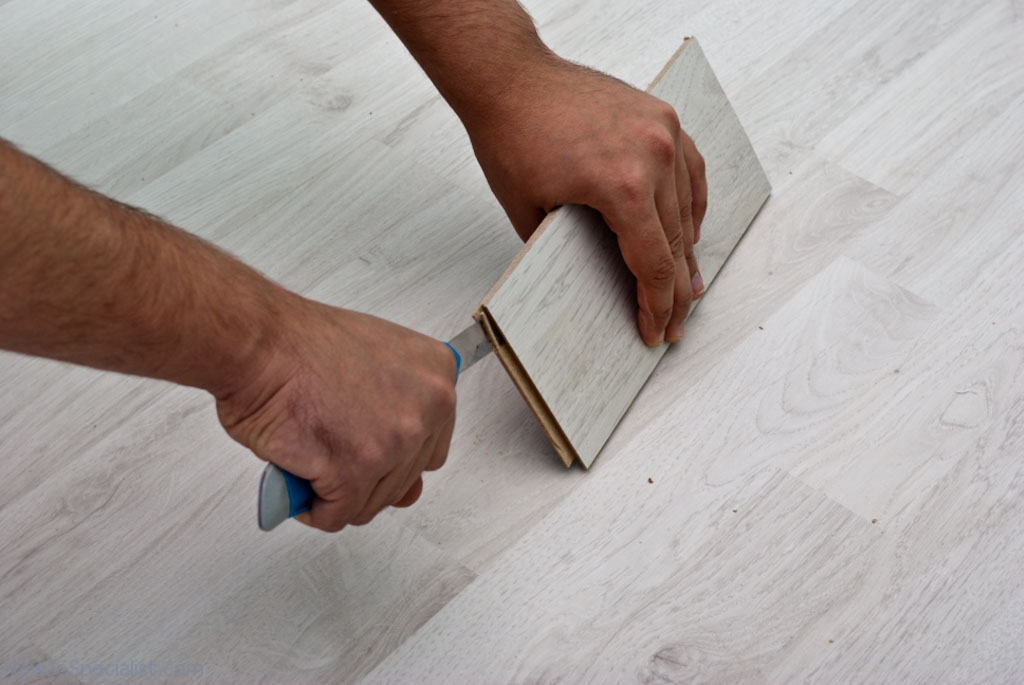Cutting laminate planks groove