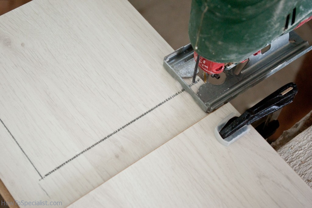 Cut laminate flooring with jig saw