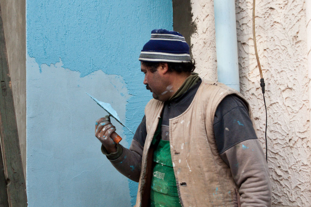 Painting walls with textured paint