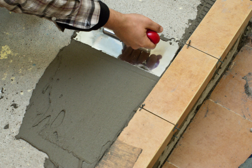 Thin Set Trowel : How to spread tile adhesive howtospecialist